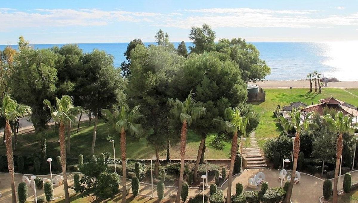 Apartamento en venta frontal al mar en Marina Dor