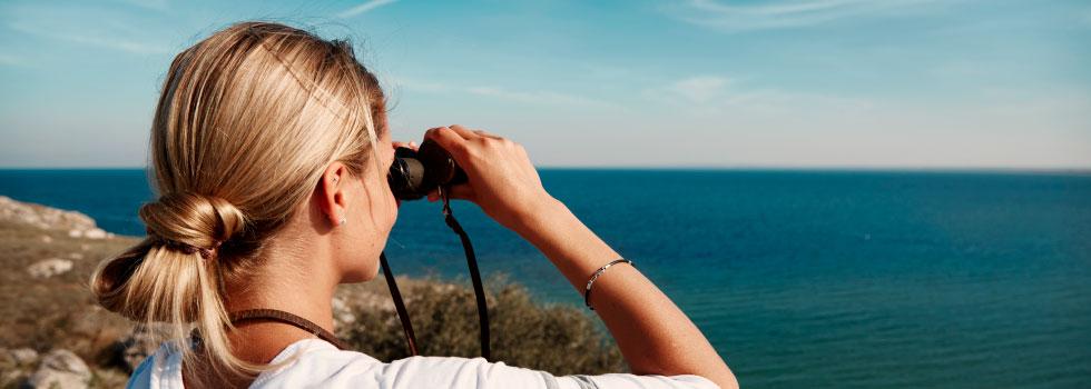 mirando al mar en Marina dor