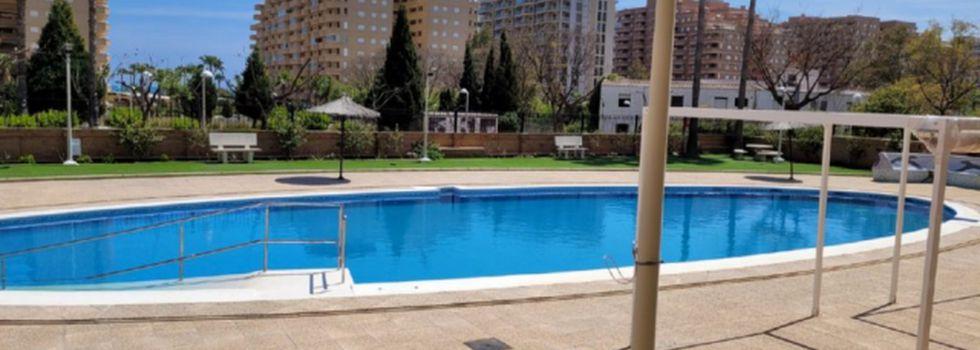 Oropesa del Mar con amigos: piscinas en los apartamentos